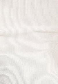 Bershka - SHIRT MIT SCHWEIZER STICKEREI - Bluzka - white - 5