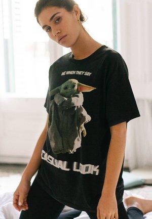 T-SHIRT YODA - T-shirt imprimé - black