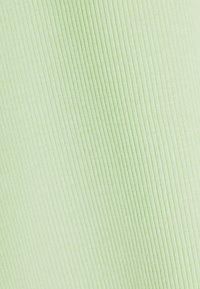 Bershka - T-shirt con stampa - green - 4