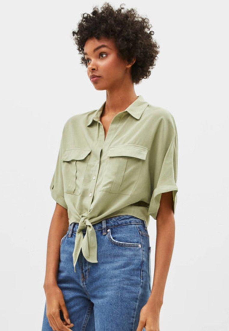 Bershka - MIT KNOTEN  - Koszula - khaki