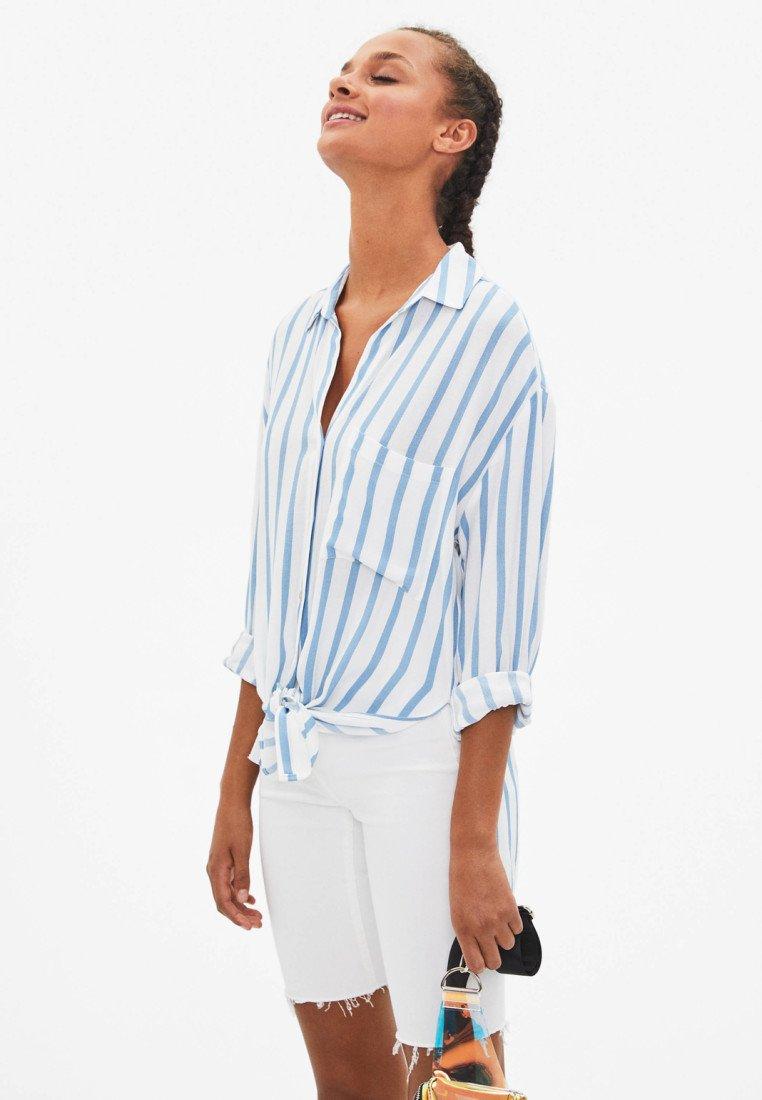 Bershka - MIT PRINT  - Overhemdblouse - light blue