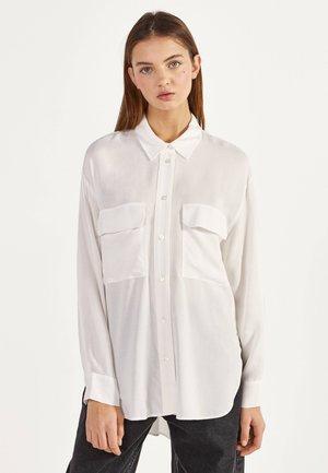 MIT SCHLITZEN - Button-down blouse - beige