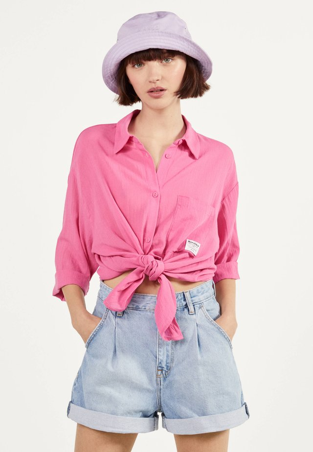 MIT ZIERKNOTEN VORNE - Button-down blouse - pink