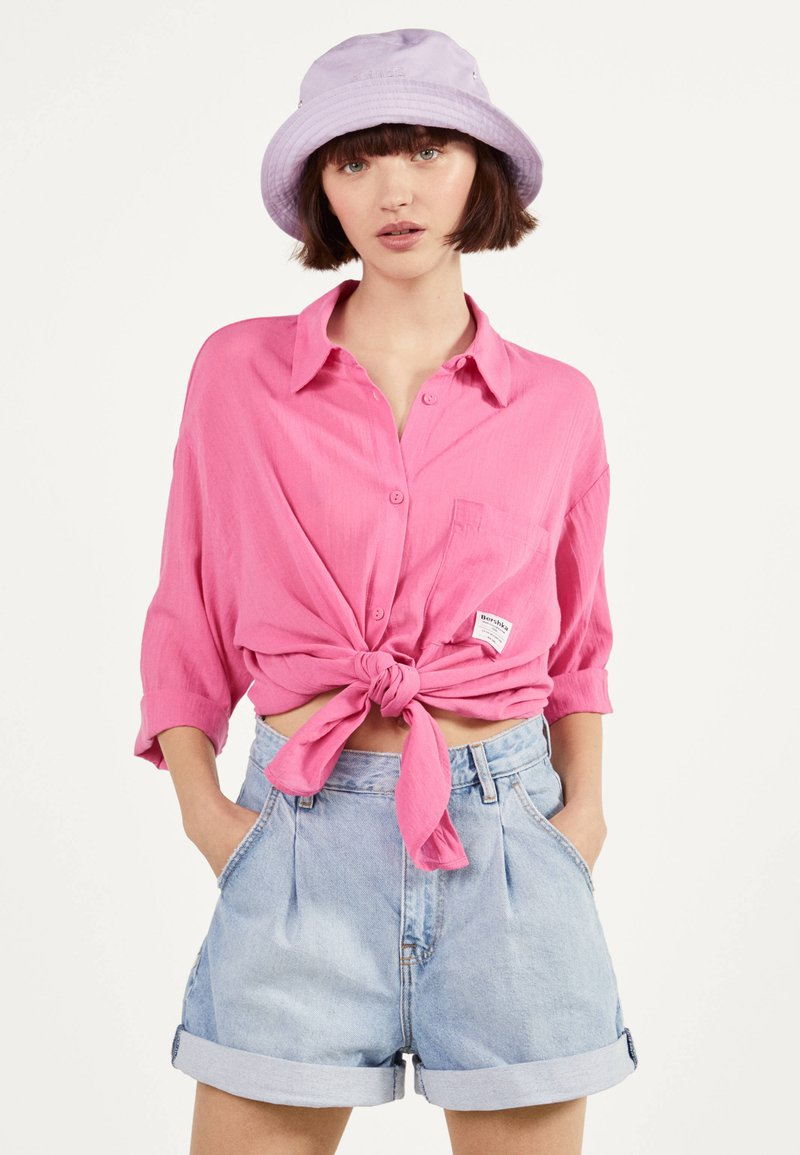 Bershka - MIT ZIERKNOTEN VORNE - Skjortebluser - pink