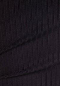 Bershka - ASYMMETRISCHES BODY - T-shirt à manches longues - black - 5