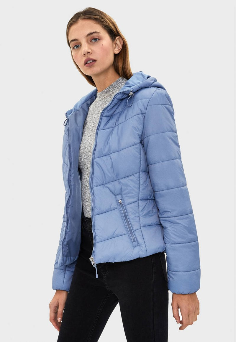 Bershka - STEPPJACKE MIT KAPUZE 06210644 - Winter jacket - blue denim