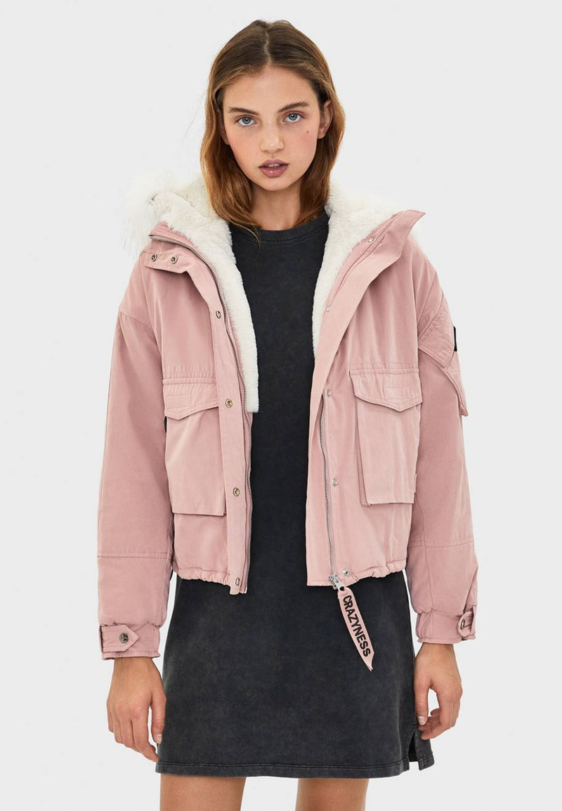 Bershka - MIT KUNSTFELLKAPUZE - Winter jacket - rose