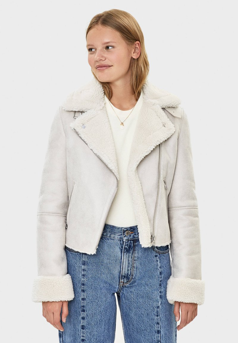 Bershka - Kunstlederjacke - light grey