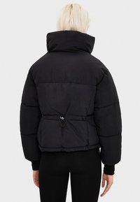 Bershka - PUFFERJACKE AUS NYLON 06296551 - Winter jacket - black - 2