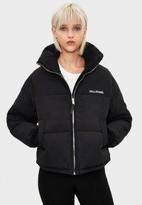 Bershka - PUFFERJACKE AUS NYLON 06296551 - Winter jacket - black - 0
