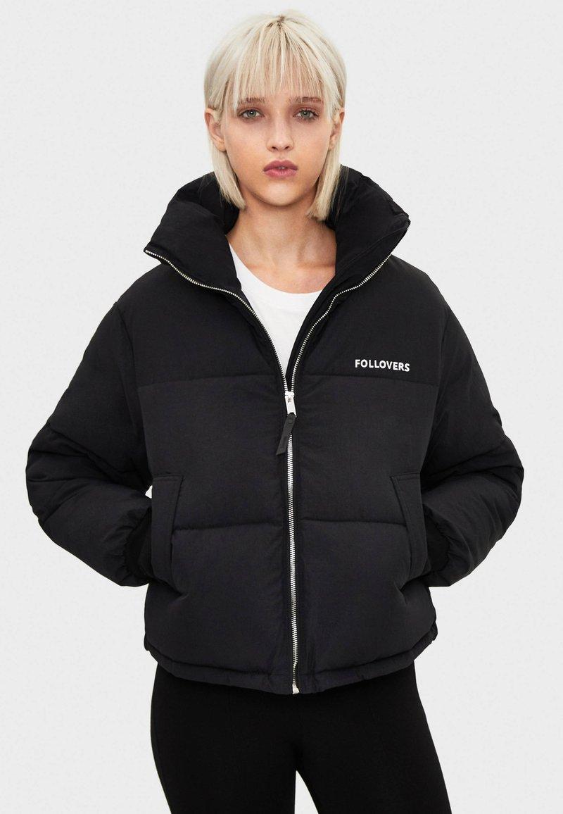 Bershka - PUFFERJACKE AUS NYLON 06296551 - Winter jacket - black