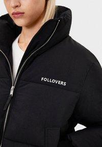 Bershka - PUFFERJACKE AUS NYLON 06296551 - Winter jacket - black - 3