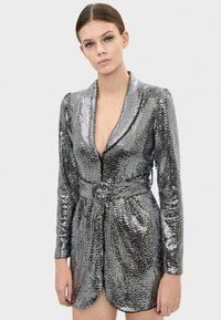 Bershka - MIT SPIEGELDETAILS  - Sukienka koktajlowa - silver - 0