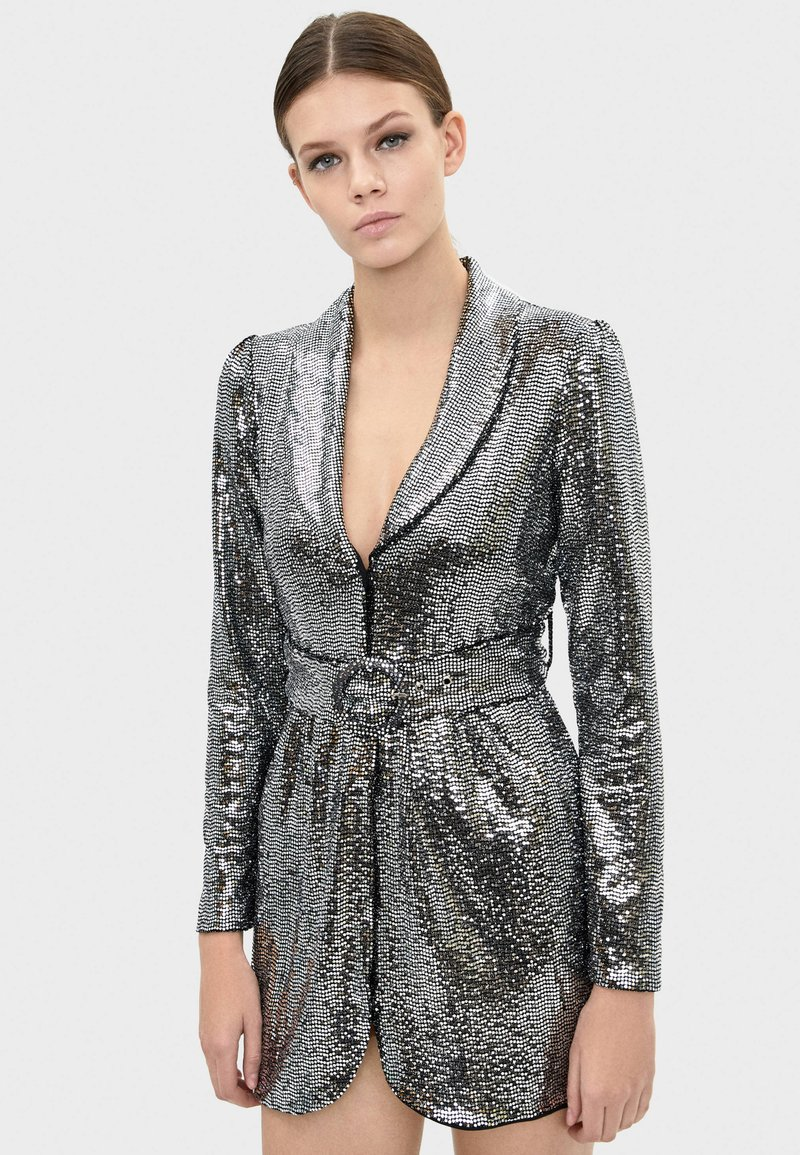 Bershka - MIT SPIEGELDETAILS  - Sukienka koktajlowa - silver