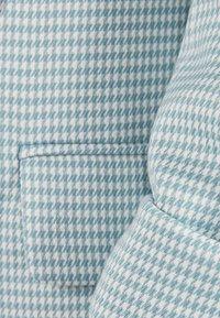 Bershka - MIT HOCHGEROLLTEN ÄRMELN - Blazer - turquoise - 5