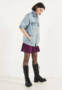 Bershka - OVERSIZE-JEANSJACKE 01110335 - Kurtka jeansowa - blue - 0