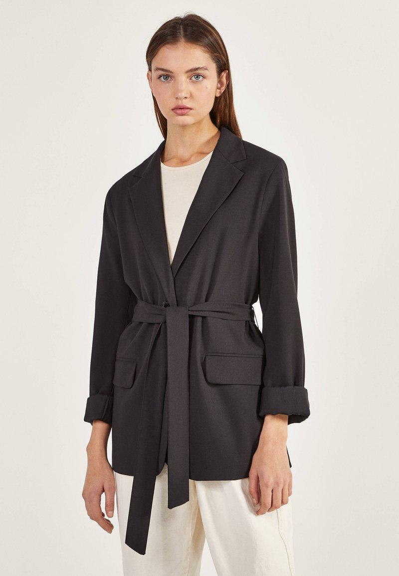 Bershka - Krátký kabát - black