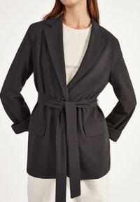 Bershka - Krátký kabát - black - 3