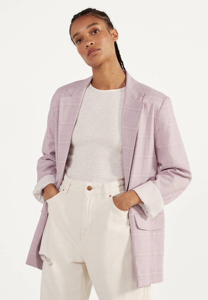 Bershka - Krótki płaszcz - dark purple