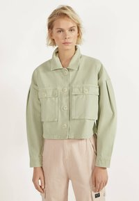 Bershka - MIT PUFFÄRMELN - Summer jacket - green - 0