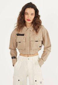 Bershka - IM UTILITY-STIL - Denim jacket - beige - 0