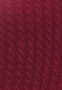 Bershka - MIT GERIPPTEM STEHKRAGEN  - Sweter - bordeaux - 4