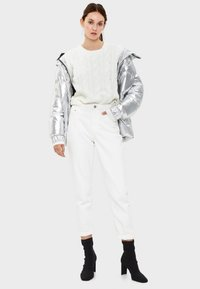 Bershka - Stickad tröja - white - 1
