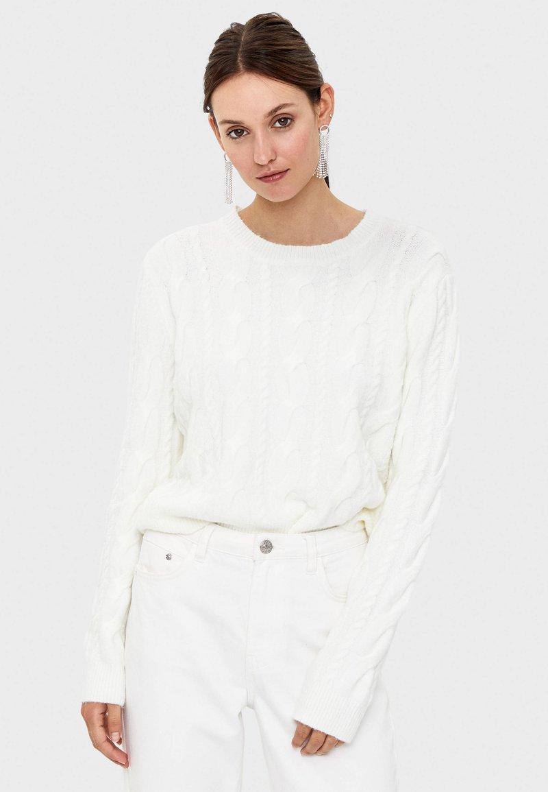 Bershka - Stickad tröja - white