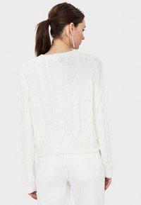 Bershka - Stickad tröja - white - 2