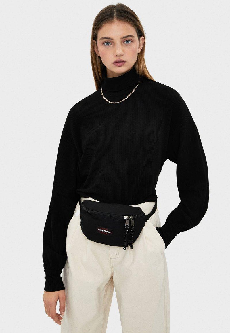Bershka - Stickad tröja - black