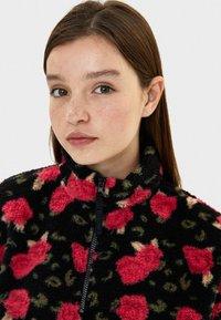Bershka - MIT BAUCHTASCHE - Fleece jumper - neon pink - 3
