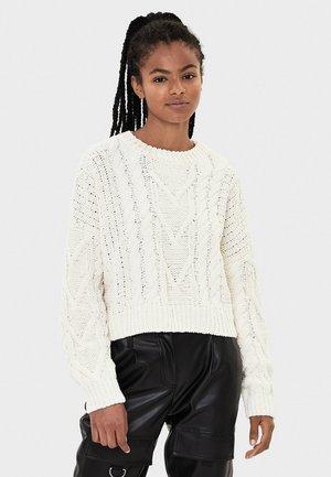 MIT ZOPFMUSTER - Stickad tröja - white