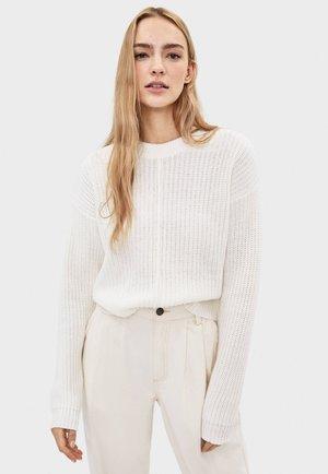 Stickad tröja - white