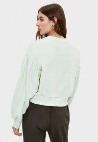Bershka - PULLOVER MIT BALLONÄRMELN 01610498 - Sweatshirt - green - 2