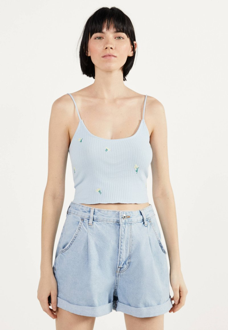 Bershka - MIT STICKEREIEN - Neuletakki - light blue