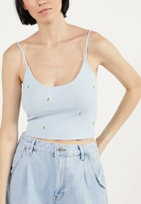 Bershka - MIT STICKEREIEN - Neuletakki - light blue - 3