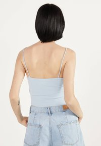 Bershka - MIT STICKEREIEN - Neuletakki - light blue - 2