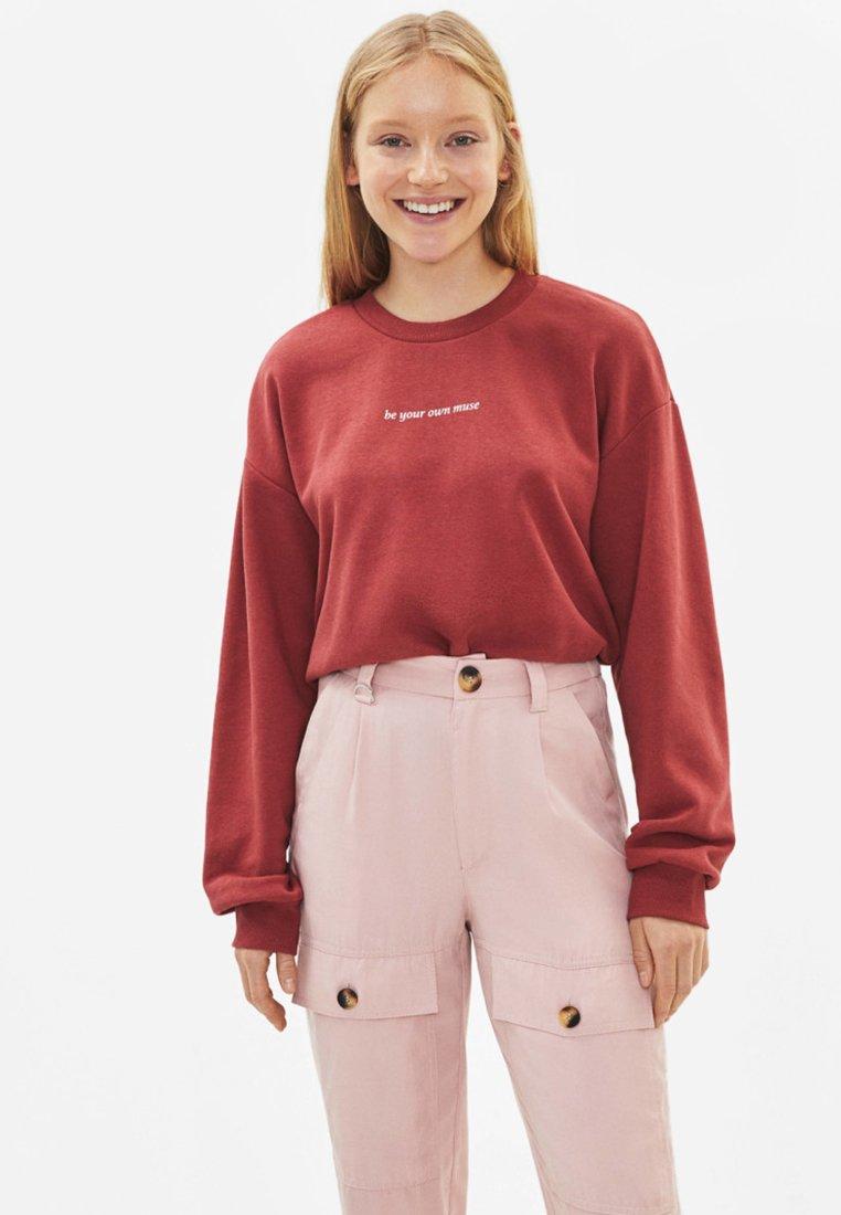 Bershka - Sweatshirt - red