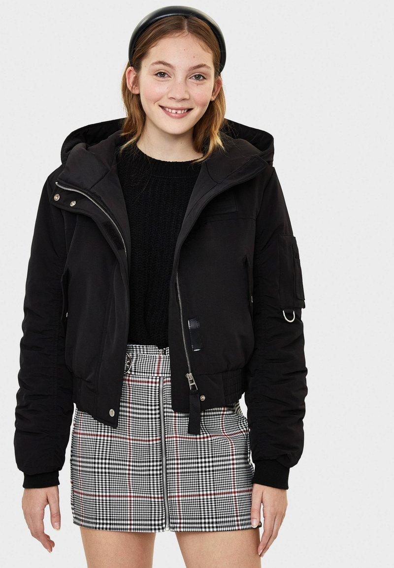 Bershka - MIT KAPUZE - Light jacket - black