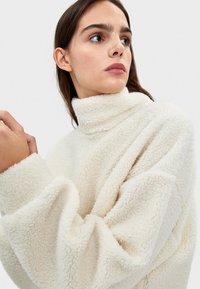 Bershka - Fleece jumper - white - 3