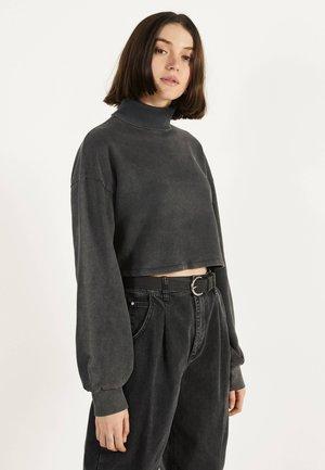 CROPPED-SWEATSHIRT MIT ROLLKRAGEN 01730813 - Sweater - black
