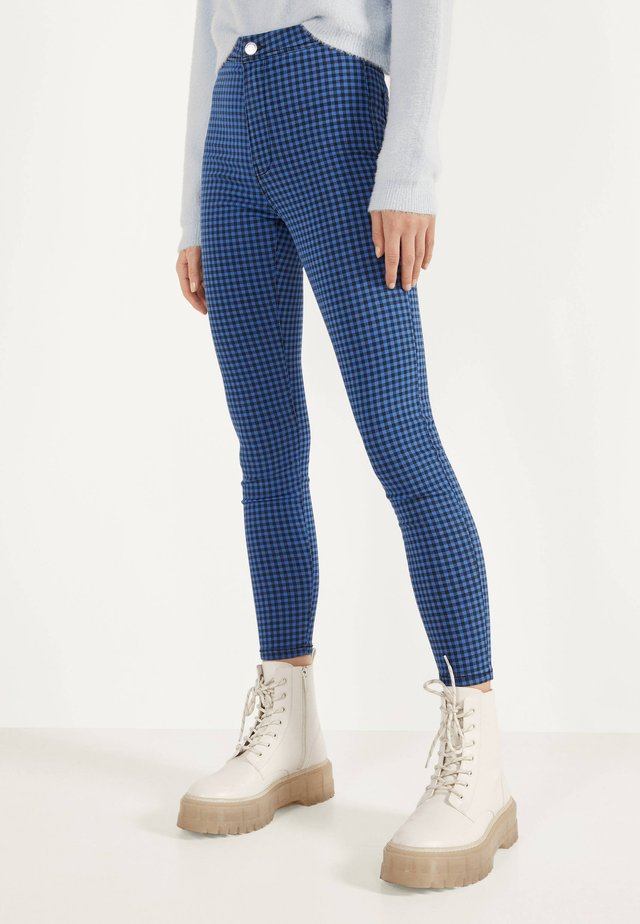 JEGGINGS MIT HOHEM BUND  - Džegíny - light blue