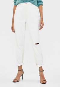 Bershka - Relaxed fit jeans - white - 0