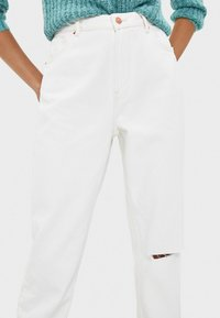 Bershka - Relaxed fit jeans - white - 3