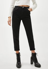 Bershka - Jeansy Relaxed Fit - black - 0