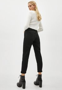Bershka - Jeansy Relaxed Fit - black - 3