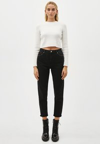 Bershka - Jeansy Relaxed Fit - black - 1