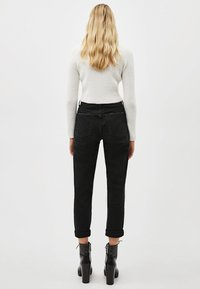 Bershka - Jeansy Relaxed Fit - black - 2