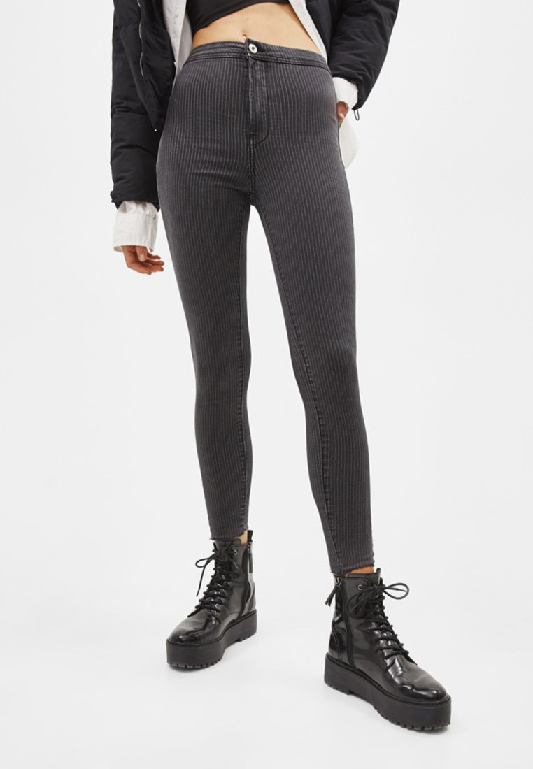 Bershka - Jeans Skinny Fit - dark grey