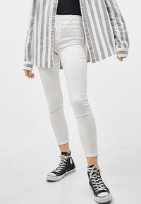 Bershka - Jeans Skinny Fit - white - 0